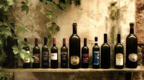 ייןתמונות של יין  בקבוקי יין, בקבוקים, מדף , יקב,
