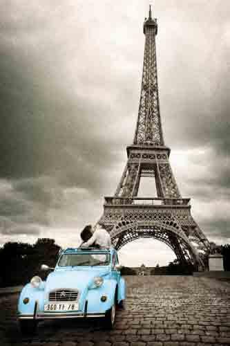 פאריז עיר האורות פריס מגדל אייפל מכונית וינטג' כרזה רחוב פאריס רומנטיקה שחור לבן