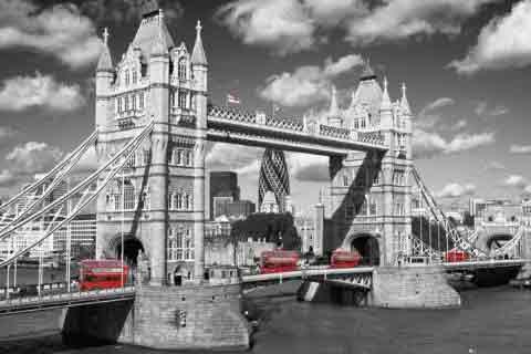 Tower Bridge Busesשחור לבן, מודרני, לונדון, אנגליה, גשר לונדון , אוטובוס אנגלי