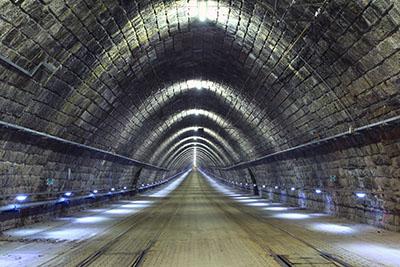 תמונות מטוסים רכבות   מנ הרה של רכבת _Railway tunnel