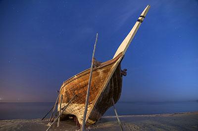 ספינת  דייג ישנהספינה ישנה    סירה ישנה 129   _boat_on_the_beach  _fishing_boat_wakra_morning