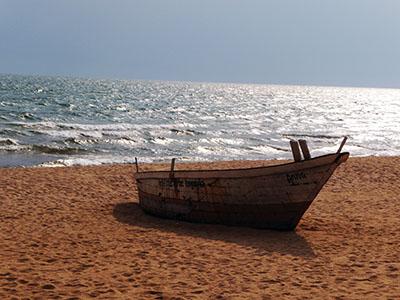 סירה על החוףספינה ישנה סירה ישנה