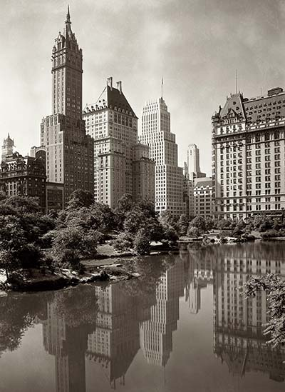 ניו יורק  1933.  New York's Central Park Lake1933. A view across New York's Central Park Lake