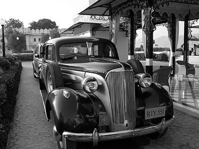 מכונית ישנה   מכונית ישנה   _brenda scott-oldfield black - white 2015 vintage car