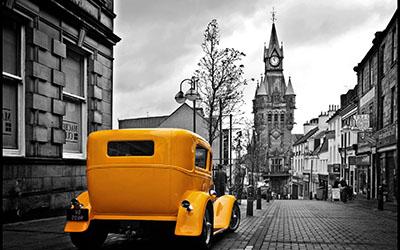 לונדון londonלונדון london     מכונית צהובה וינטג רטרו  ישן  -    נגיעות צבע