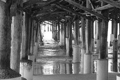 עמודים מזחים גשר