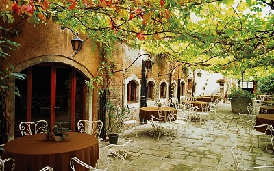 cafe in autumns_GP-CITY-346-cafe_autumn_coffee_tables_night_
