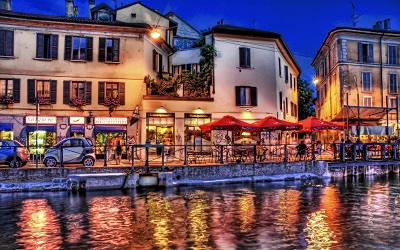 -street_city_night_beach_cafes_shops_cars   רחוב הנהר