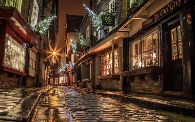 רחוב אנגליה-street_houses_road_paving_windows_lights_shopping_evening_night_england_christmas   רחוב הנהר
