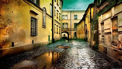 סמטה אחרי הגשם  -alley_after_the_rain_cobblestones_buildings