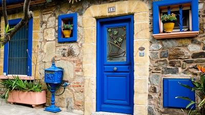 דרך כחולה-blue_door  דרך כחולה