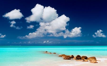 Blue-water-and-blue-skyBlue-water-and-blue-sky