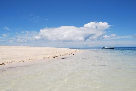 חוף יםחוף ים-castaway-island-resort-