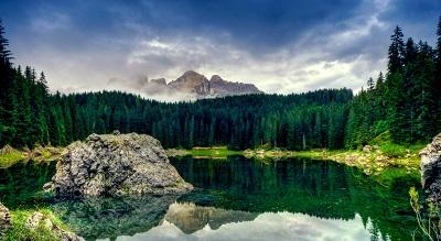 הרים ואגם