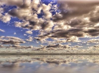 עננים על פני המים עננים על פני המים