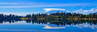 הרים ואגם   Mount Rainier from Summit Lakeהרים ואגם   Mount Rainier from Summit Lake
