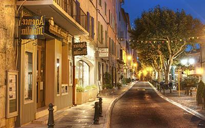 beautiful-street-in-francebeautiful-street-in-france