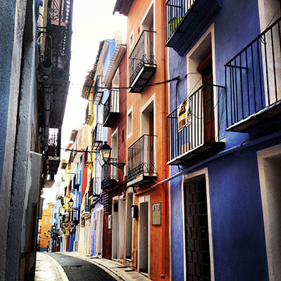 רחוב צבעונירחוב צבעוני_Colorful-streets-villajoyosa