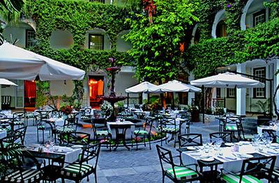 בית קפהבית קפה  -Courtyard