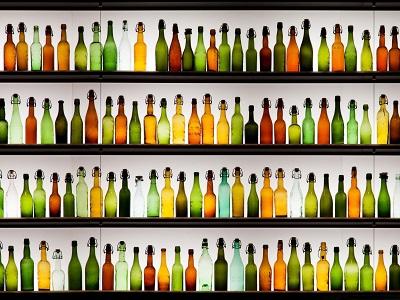 תמונות של משקאות בקבוקים צבעוניים  colorful bottles