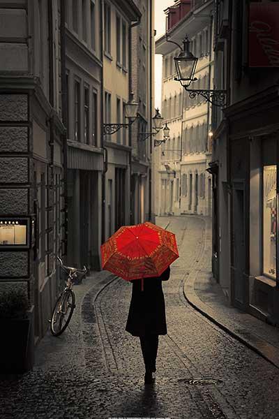 גשם אדוםשחור, לבן, אדום, רחוב, מטריה, גשם, עתיק, אירופה, גשום, חורף , צילום