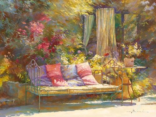 לנוח בחצרפרובאנס, רומנטי, נוף, חצר, וינטג', אביב, פרחים, צמחיה, אביבי, כיסאות ,כורסא, כדים, חופש, מנוחה, כריות, סגול, ורוד