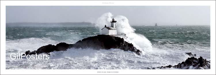 מגדלור על צוקגלים התנפצות מתנפץ סוער סער ים אוקינוס טבע