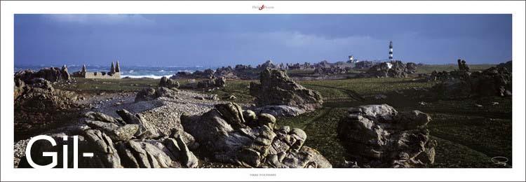 סלעים על החוףצרפת  ים מגדלור מים טירה מבצר
