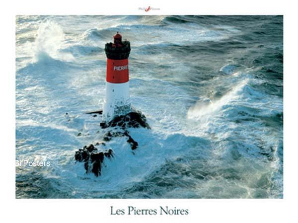 מגדלור אדום לבןצרפת  ים אי סוער כחול גלים סלעים צוק מתפרצים