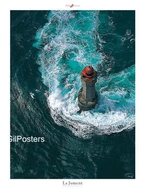מגדלור בלב יםצרפת  ים אי סוער כחול גלים סלעים צוק מתפרצים