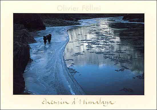 הליכה בצד הקפוא של הנהר - לדקים מים דמויות