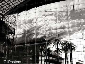 השתקפות בבניין זכוכיתעיצוב דקורציה נוף פנים שחור לבן אור וצל