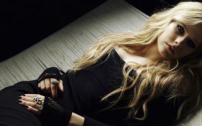 אבריל לאבין  Avril Lavigne - תמונה על קנבס,מוכנה לתליה.אבריל לאבין  Avril Lavigne