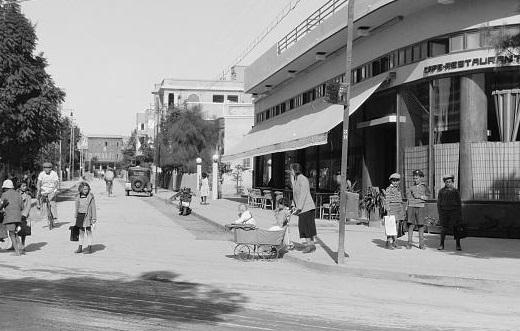 רחוב ביאליק - תל אביב  - תמונה על קנבס,מוכנה לתליה.רחוב ביאליק - תל אביב
