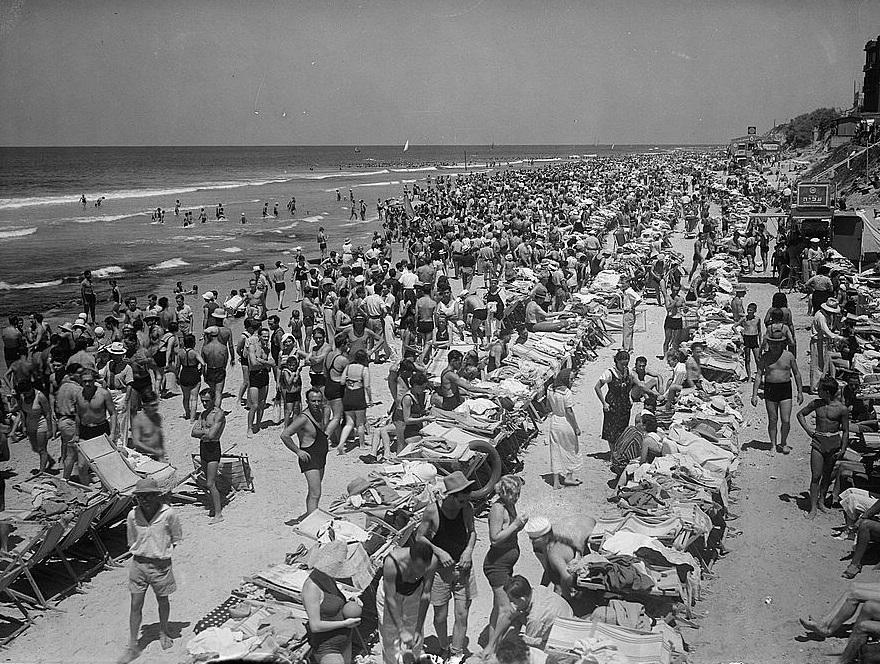 חוף הים - תל אביב  - תמונה על קנבס,מוכנה לתליה.חוף הים - תל אביב