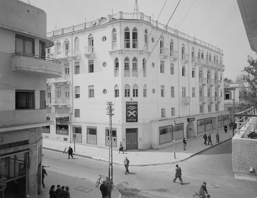 בית סנט אנדרוס - תל אביב   - תמונה על קנבס,מוכנה לתליה.בית סנט אנדרוס - תל אביב