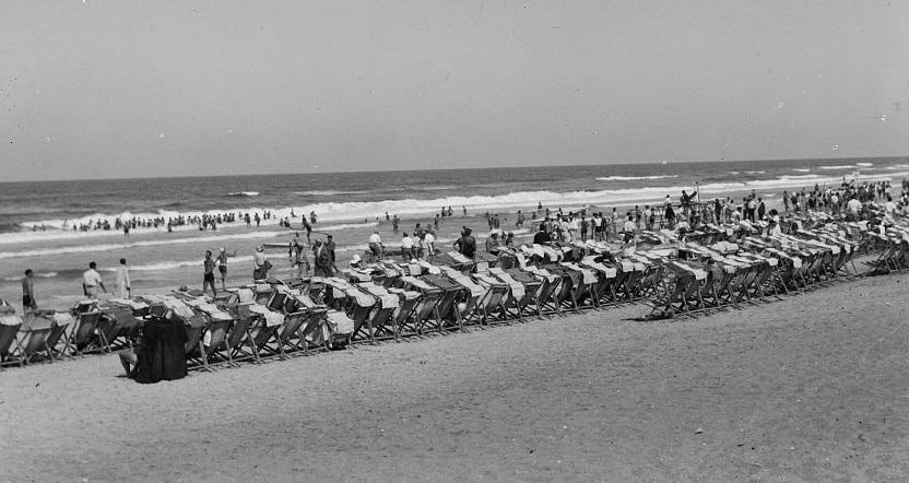 חוף הים - תל אביב  - תמונה על קנבס,מוכנה לתליה. חוף הים  תל אביב
