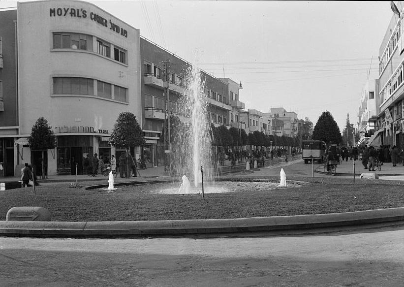 כיכר המושבות - תל אביב  - תמונה על קנבס,מוכנה לתליה.כיכר המושבות - תל אביב
