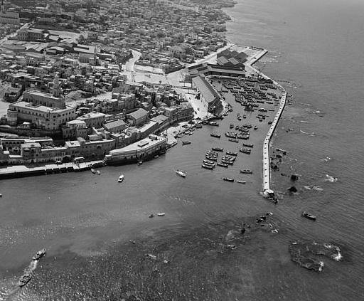 נמל יפו שנות ה30 - מבט מהאויר   - תמונה על קנבס,מוכנה לתליה.נמל יפו שנות ה30 - מבט מהאויר